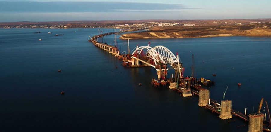 Арка Крымского моста просела