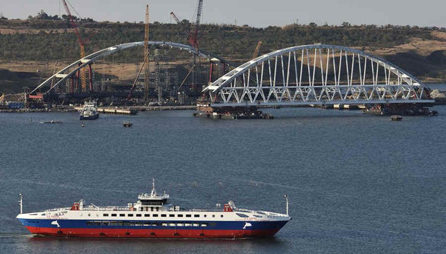 Где сейчас находится автомобильная арка Керченского моста?