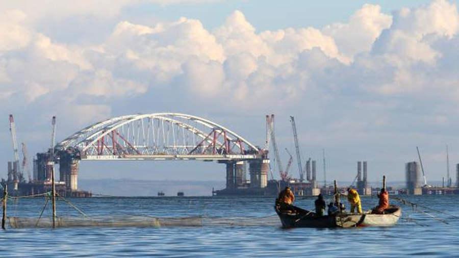 Подъем арки Керченского моста: онлайн видео
