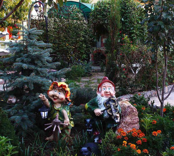 Зеленый дворик Севастополь 1