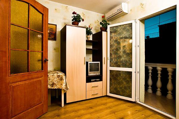 Зеленый дворик Севастополь 8