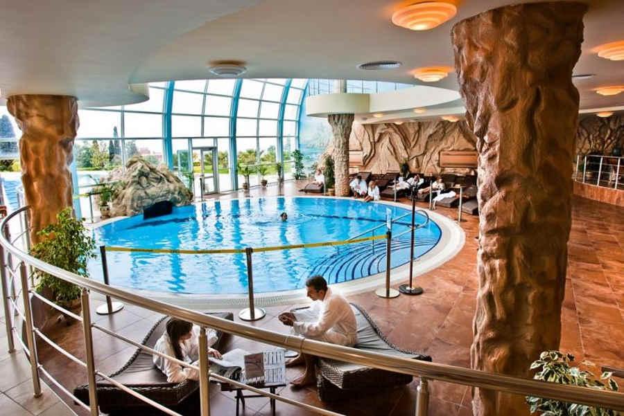 Как и где провести отдых в Крыму зимой с крытым бассейном?