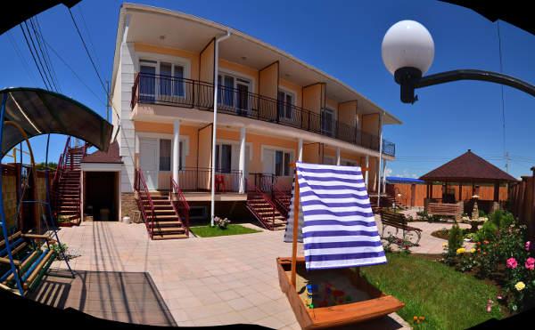 Гостиница Уютный дворик в Песчаном 1