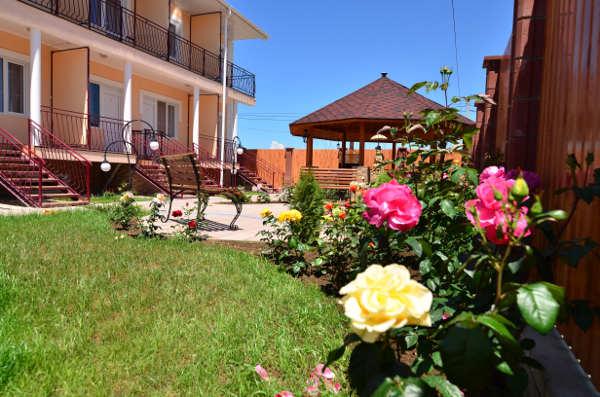 Гостиница Уютный дворик в Песчаном 10