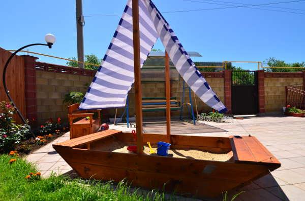 Уютный дворик в Песчаном 2
