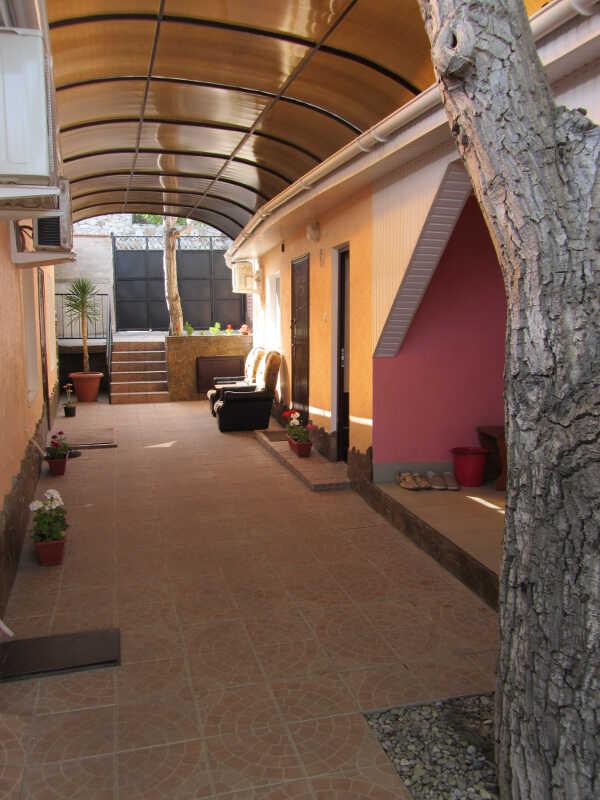 Гостевой дом в центре Алупки 14
