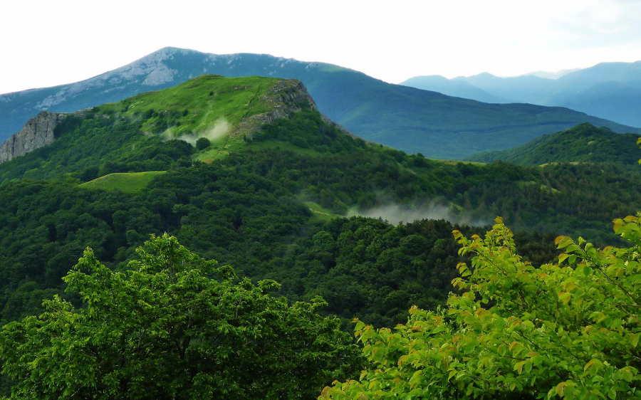 Кабаний и Ангарский перевалы в Крыму: отдых зимой и летом