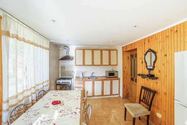 Дом, коттедж, комнаты, апартаменты в Алупке 9