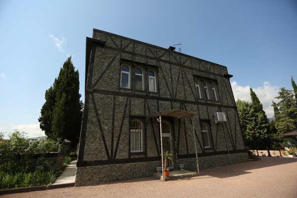 Гостевой Дом «Серебряное Озеро» в Изобильном (Алушта)