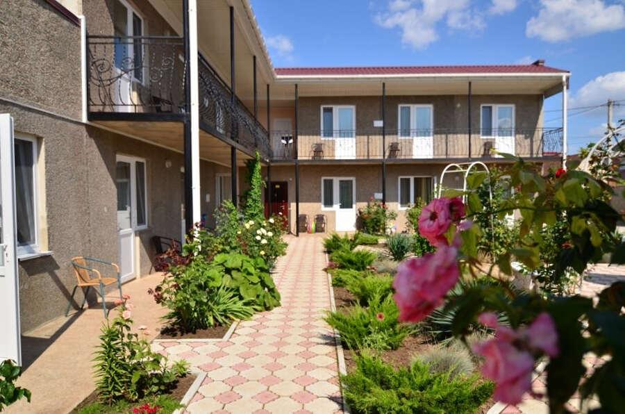 Какое бывает в Саках в Крыму на базе отдыха «Прибой» жилье?