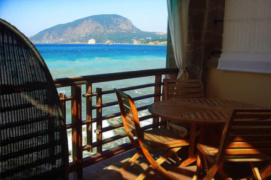 Отдых в Гурзуфе в эллингах у моря: преимущества и цены