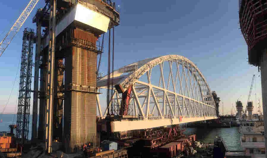 Железнодорожная арка Крымского моста