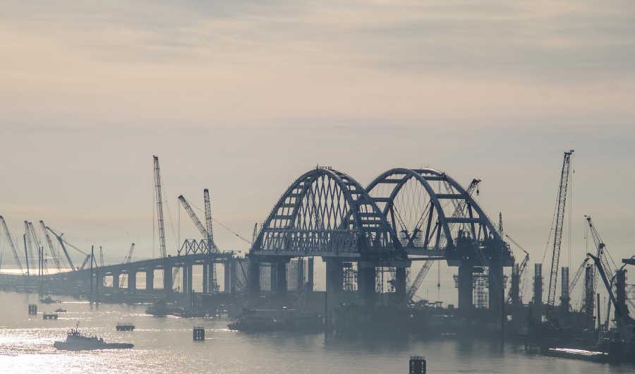 Когда установят автомобильную арку Крымского моста?