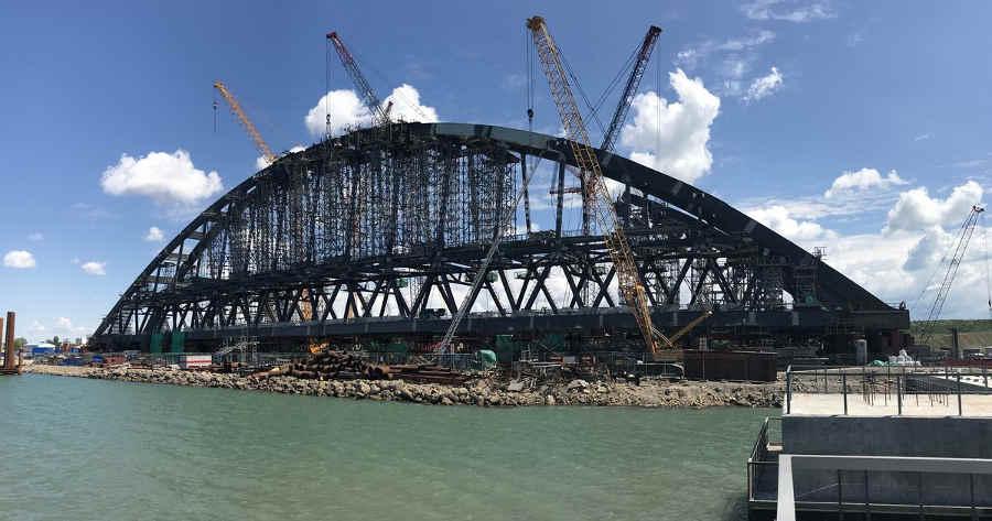 Монтаж арки Керченского моста онлайн видео