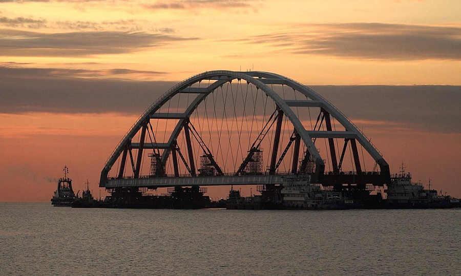 Почему не ставят вторую арку Крымского моста?