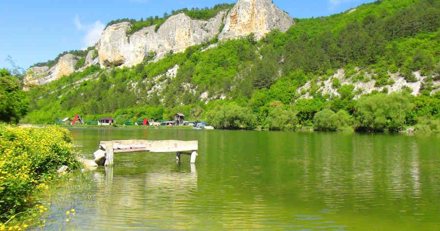 Живописные и целебные озера Крыма для отдыха: куда стоит поехать?